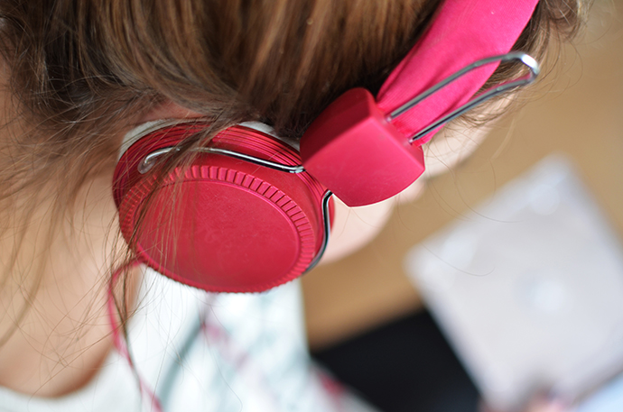 How to use audiobooks for hearing rehab